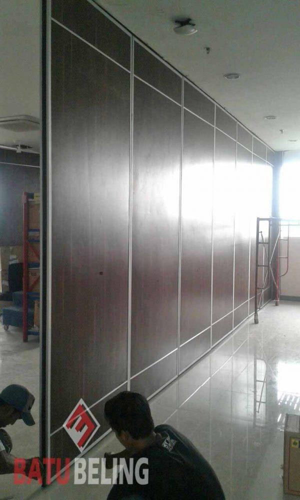 Pemasangan Pintu Lipat Peredam di PJB Surabaya
